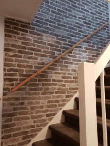 steenstrips bakstenen-muur zolder trap stoerwonen