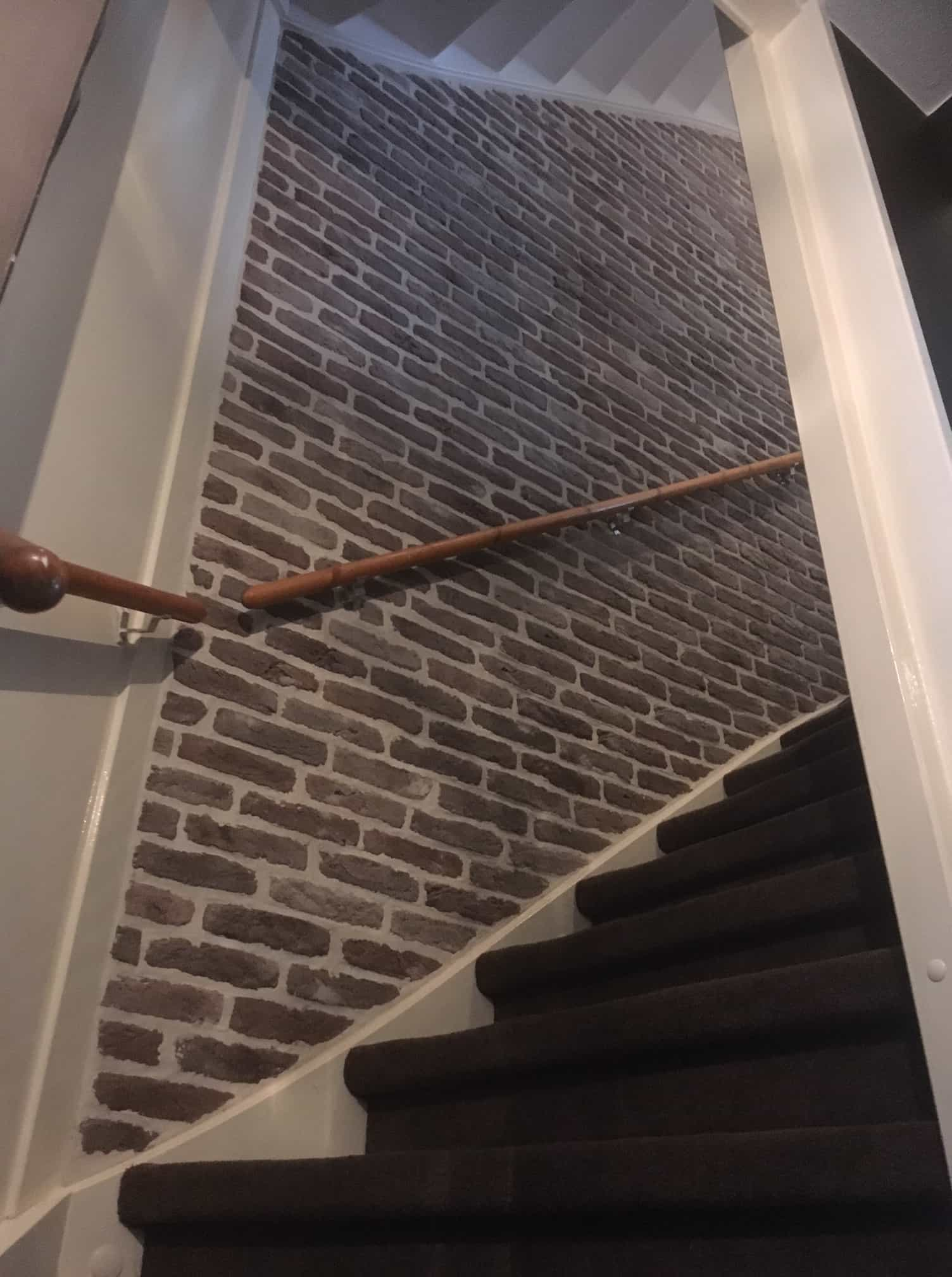brickwall steenstrips bakstenen muur zolder trap