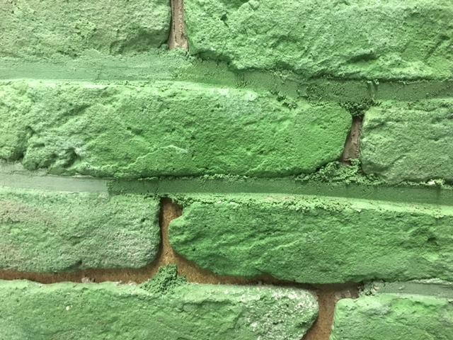 steenstrips-voegkleur-heineken bedrijfslogo-bakstenen muur