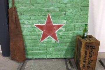 Bakstenen muur-Heineken bedrijfslogo-steenstrips-brickwall