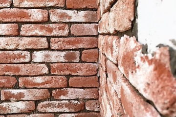 steenstrips-bakstenen muur-verweerde muur-oude bakstenen muur-industriele muur