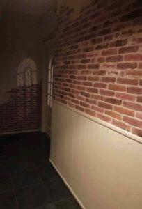 steenstrips-bakstenen muur-verweerde muur-oude bakstenen muur-industriële muur