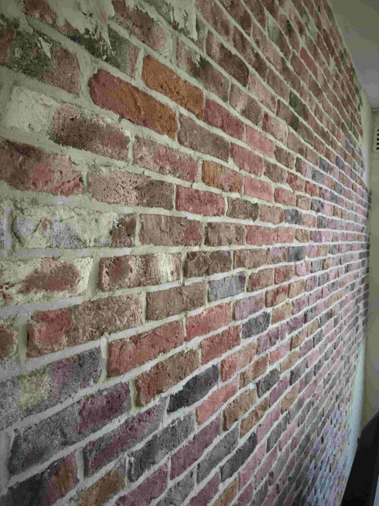 steenstrips-industriële muur-stoere muur-oude bakstenen muur