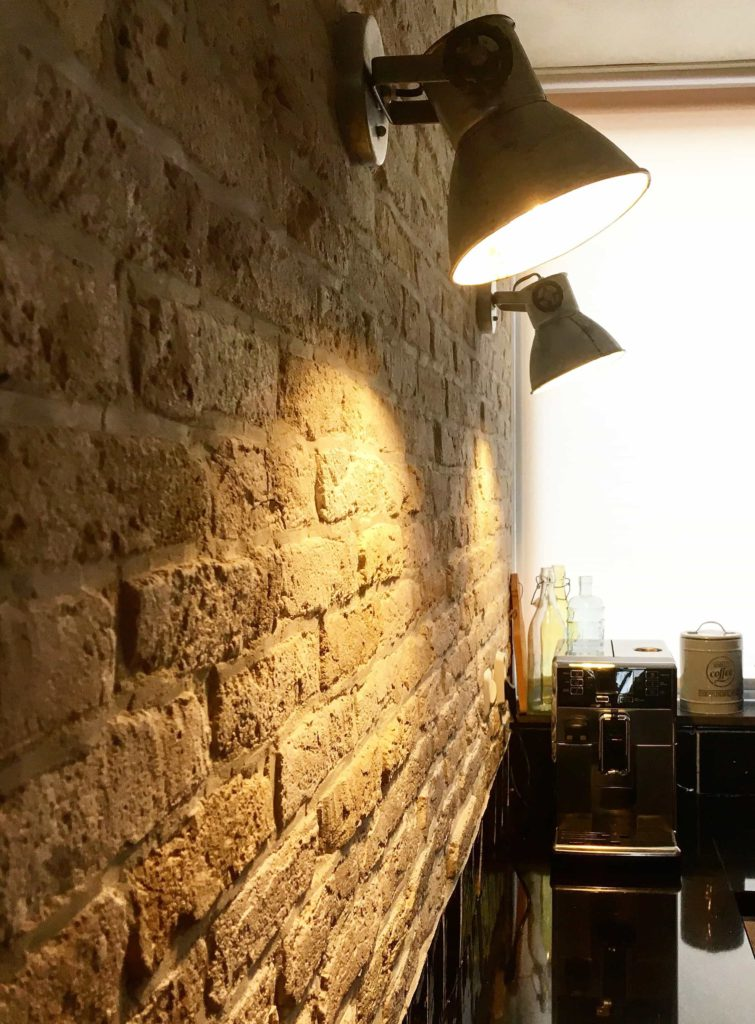 industriële bakstenen muur-handgemaakte dunne steenstrips- oude muur-unieke muur