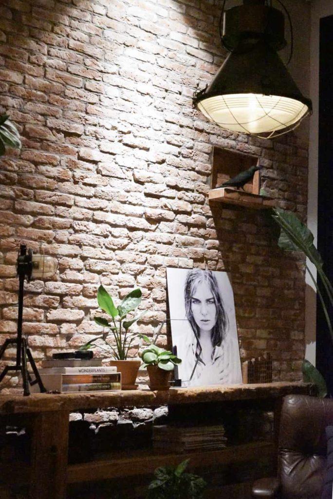 steenstrips-bakstenen muur-Jellina Detmar