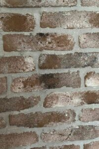 steenstrips verweerd van Wall of Steen